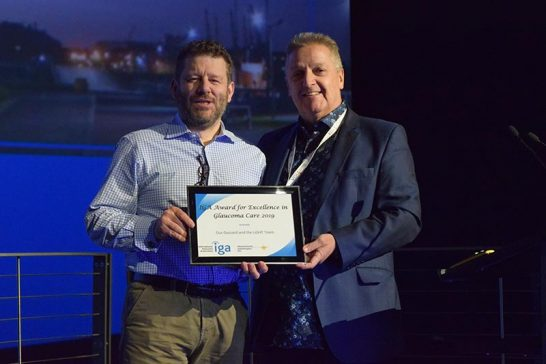 Prof Gus Gazzard accepts Excellence in Glaucoma Care Award